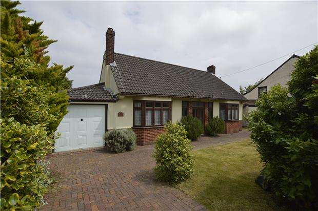3 Bedrooms Detached Bungalow for sale in Down Road, Winterbourne Down, BS36 1DF