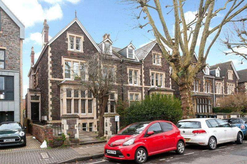 3 Bedrooms Apartment Flat for sale in Chantry Road, Clifton