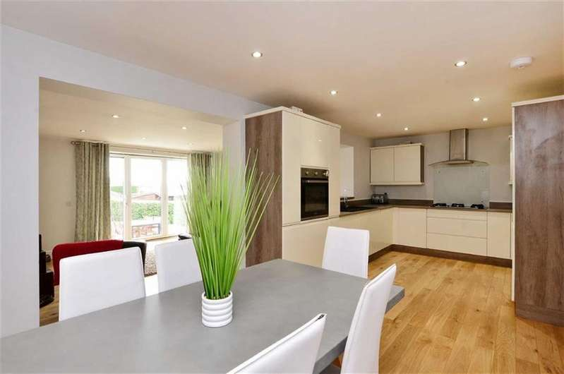 3 Bedrooms Bungalow for sale in 31, Wentworth Road, Dronfield Woodhouse, Dronfield, Derbyshire, S18