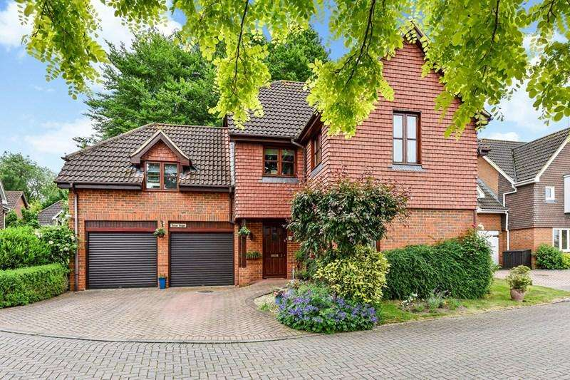 4 Bedrooms Detached House for sale in High Beech Gardens, Andover