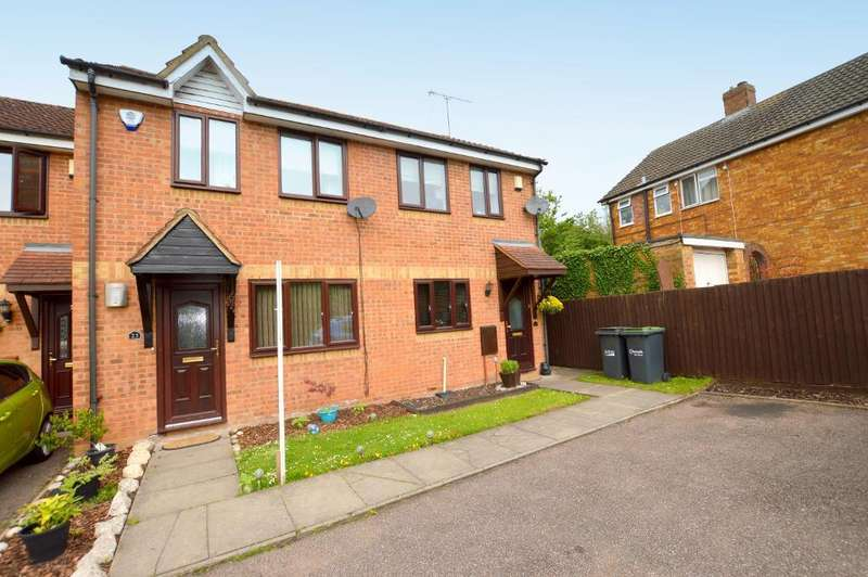 2 Bedrooms Terraced House for sale in Cavalier Close, Luton, Bedfordshire, LU3 2XS