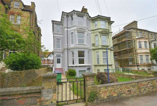 6 Bedrooms Semi Detached House for sale in Connaught Road, Folkestone, Kent