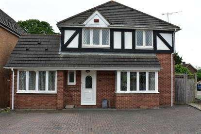 4 Bedrooms Detached House for sale in Redwood Drive, Aylesbury, Bucks, England
