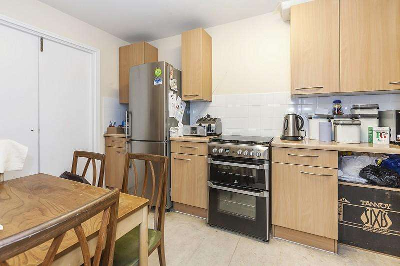 2 Bedrooms Terraced House for sale in Roman Road, Bow, London. E3
