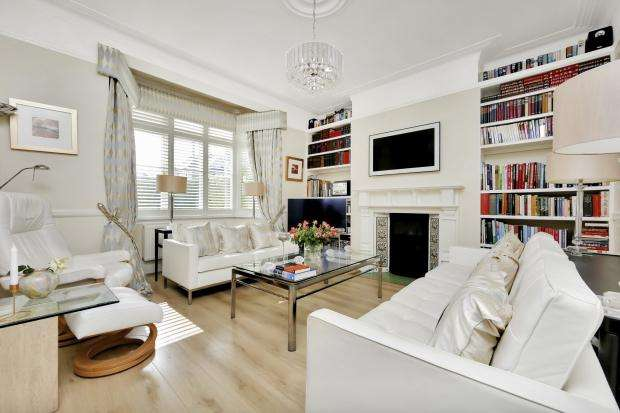 3 Bedrooms Terraced House for sale in Thornsbeach Road, Catford, SE6