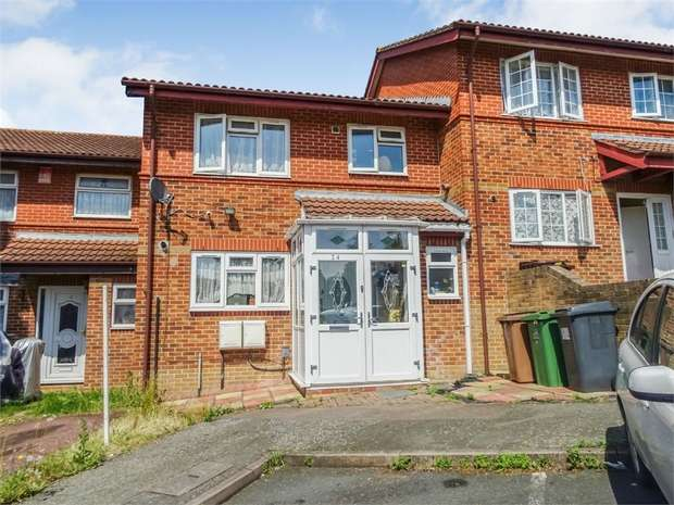 3 Bedrooms Terraced House for sale in Waterhall Close, London