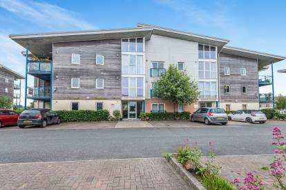 2 Bedrooms Flat for sale in Vyvyans Court, Camborne, Cornwall