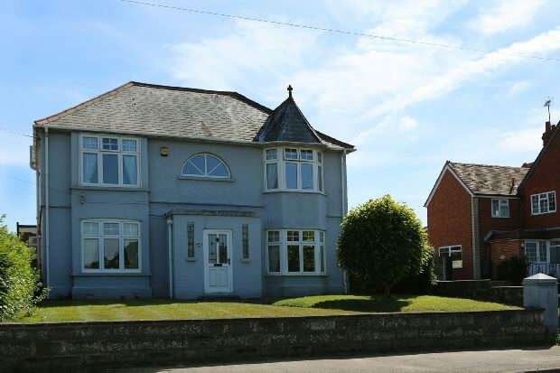 3 Bedrooms Detached House for sale in Arborfield Road, Shinfield, Reading
