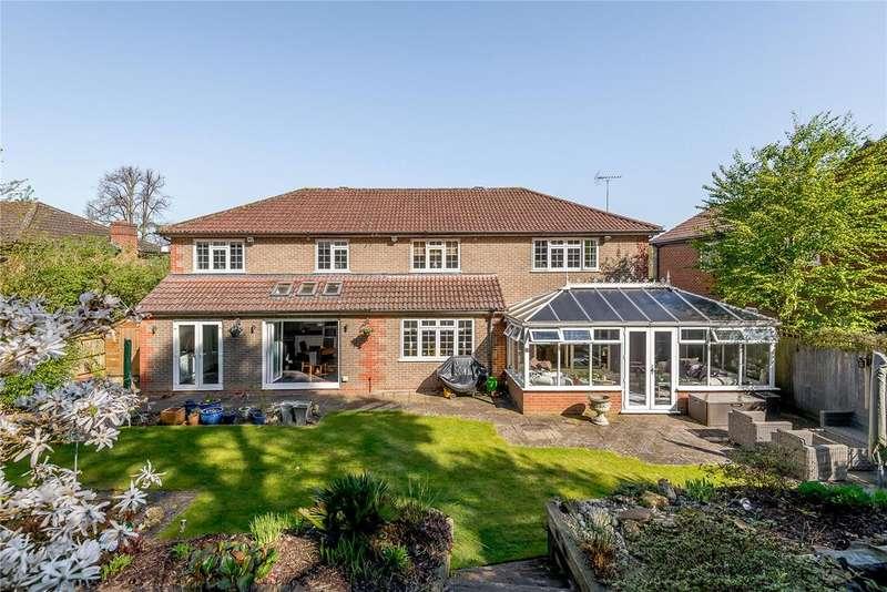4 Bedrooms Detached House for sale in Colville Gardens, Lightwater, Surrey