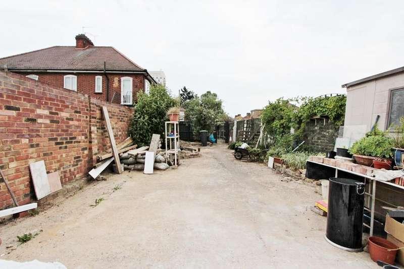 2 Bedrooms Detached Bungalow for sale in Ellanby Crescent, London