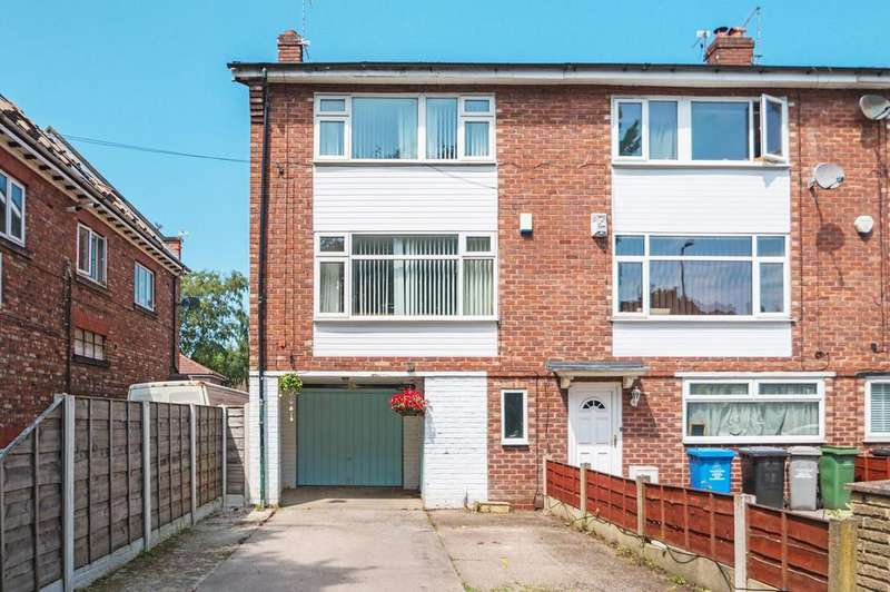 3 Bedrooms Town House for sale in Church Road, Urmston, Manchester, M41