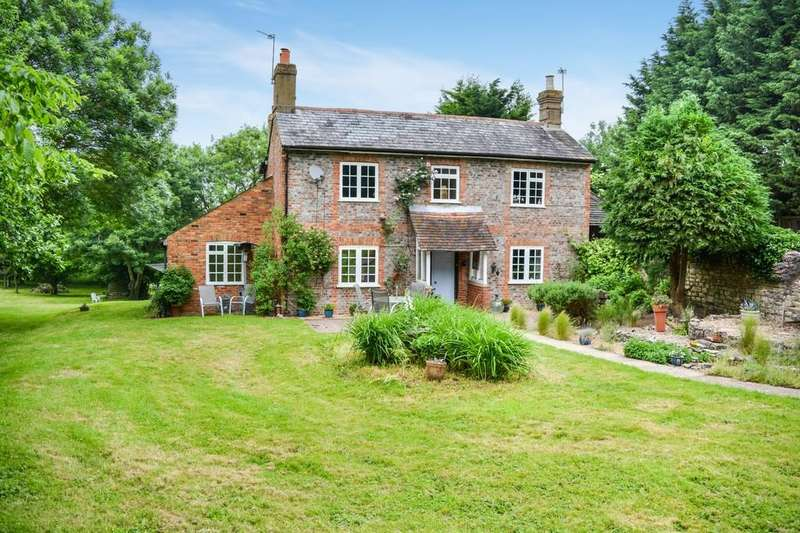 5 Bedrooms Detached House for sale in Cuddington, Buckinghamshire