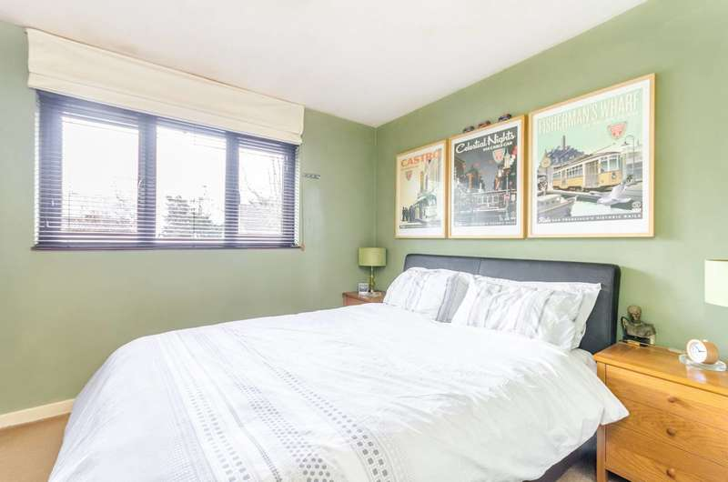 2 Bedrooms House for sale in Copse Close, Charlton, SE7