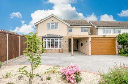 4 Bedrooms Detached House for sale in Russell Way, Wootton, Bedford, Bedfordshire