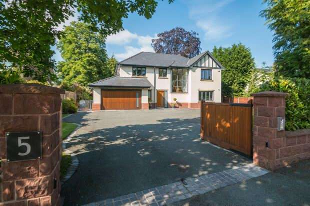 5 Bedrooms Detached House for sale in Whitehouse Drive, Hale