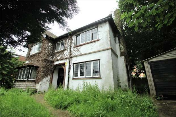 4 Bedrooms Detached House for sale in King Edwards Road, Ruislip, Middlesex