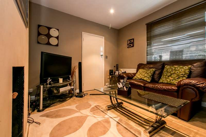 3 Bedrooms Semi Detached House for sale in Marvels Lane, London, London, SE12