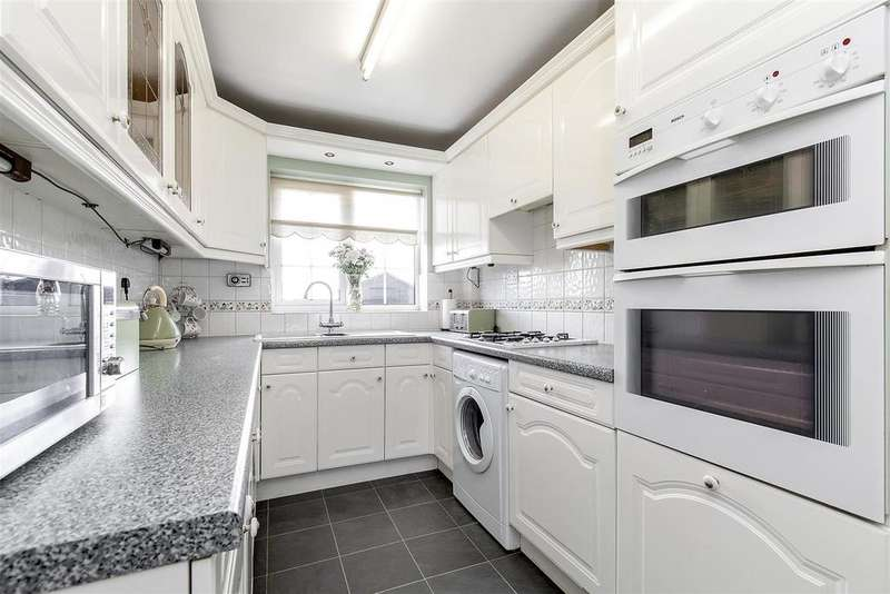 3 Bedrooms Detached House for sale in Meadow View, Holmewood, Chesterfield