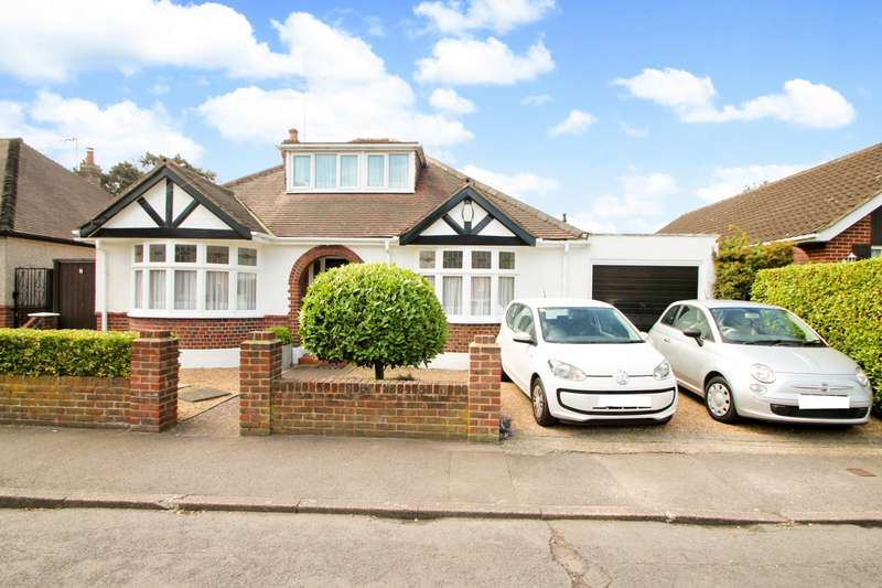 2 Bedrooms Detached Bungalow for sale in Fontmell Park, Ashford, TW15
