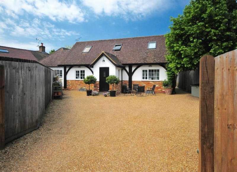4 Bedrooms Chalet House for sale in The Green, Ripley