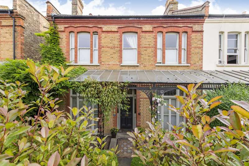 4 Bedrooms Semi Detached House for sale in Bellevue Road, London