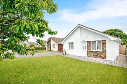 3 Bedrooms Bungalow for sale in St Newlyn East, Newquay, Cornwall