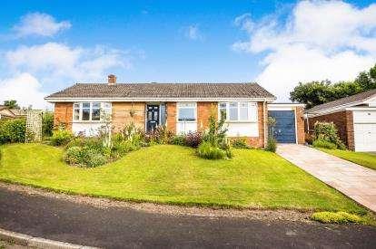 3 Bedrooms Bungalow for sale in Godre'r Mynydd, Gwernymynydd, Mold, Flintshire, CH7