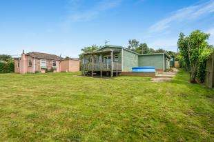 3 Bedrooms Bungalow for sale in First Avenue, Eastchurch, Sheerness, Kent