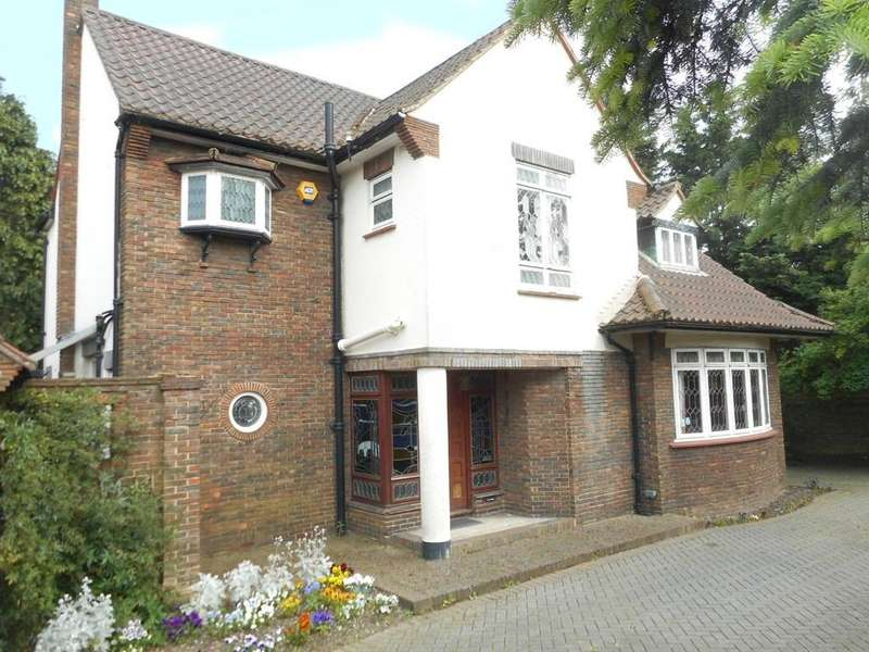 4 Bedrooms Detached House for sale in Riefield Road, Eltham Heights SE9