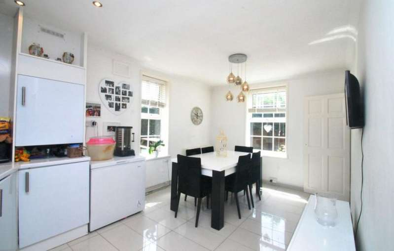 3 Bedrooms Link Detached House for sale in Castlecombe Road, SE9