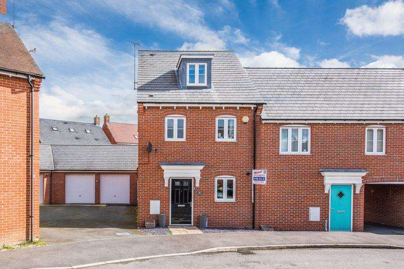 3 Bedrooms Town House for sale in Prince Rupert Drive, Aylesbury