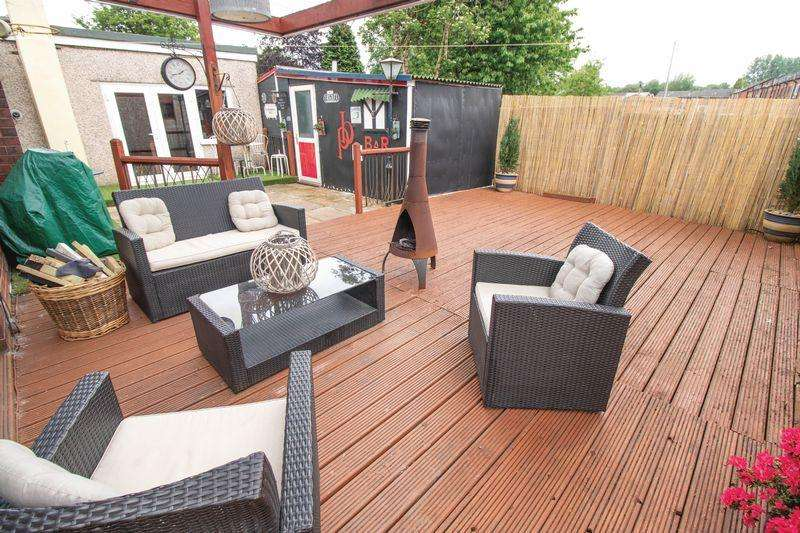 5 Bedrooms Detached Bungalow for sale in Darley Grove, Farnworth, Bolton, BL4 7RZ