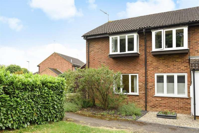 2 Bedrooms Town House for sale in Aquila Close, Wokingham, RG41 3GF