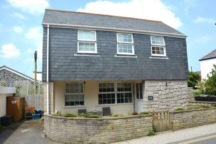 2 Bedrooms Town House for sale in CLIPPER COTTAGE, CHURCHTOWN, MULLION, TR12
