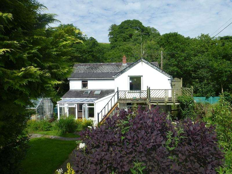 4 Bedrooms Detached House for sale in Gwynfe, Llangadog, Carmarthenshire.