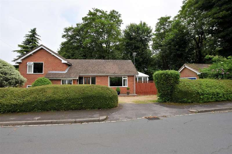 3 Bedrooms Detached House for sale in Kentwood Close, Tilehurst, Reading