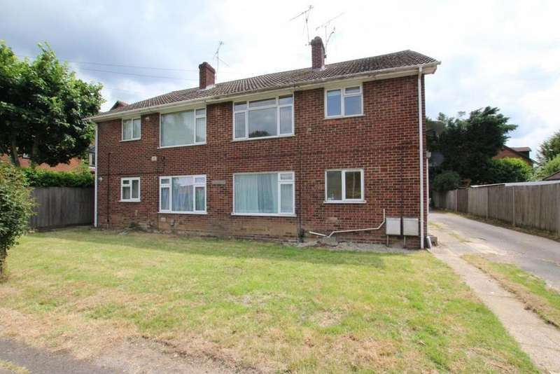 2 Bedrooms Flat for sale in Sadlers Lane, Wokingham, RG41