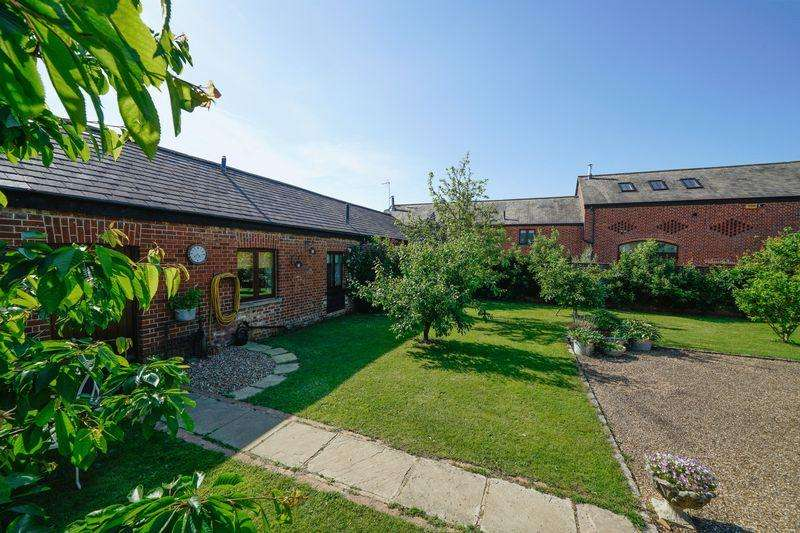 4 Bedrooms Barn Conversion Character Property for sale in Leighton Road, Wing