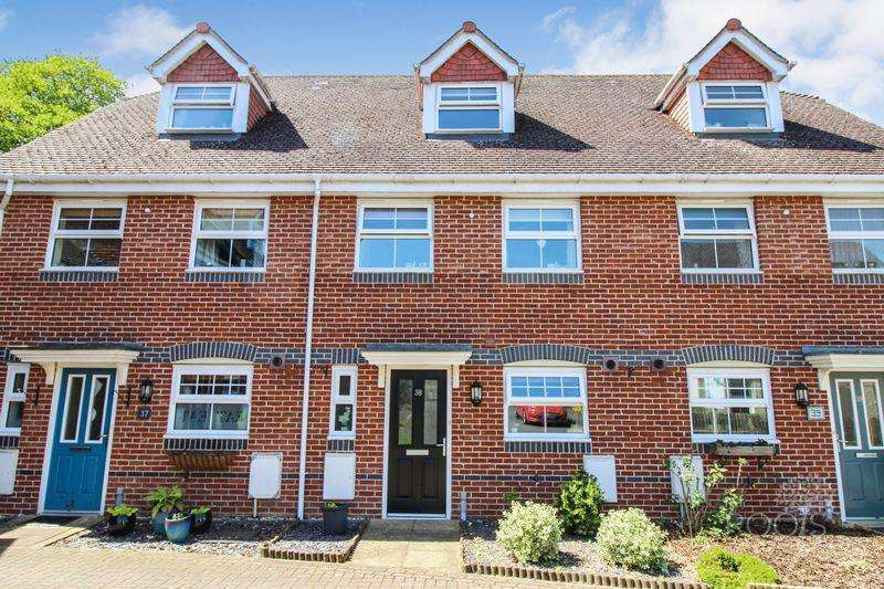 4 Bedrooms Terraced House for sale in Rowlock Gardens, Thatcham
