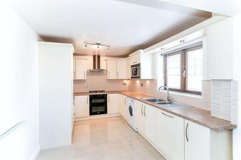 2 Bedrooms Apartment Flat for sale in Laxfield Drive, Broughton
