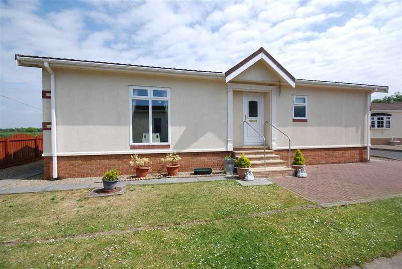 2 Bedrooms Bungalow for sale in Lylestone Park, Kilwinning