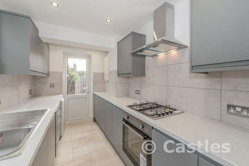 3 Bedrooms Property for sale in Belton Road, London, N17