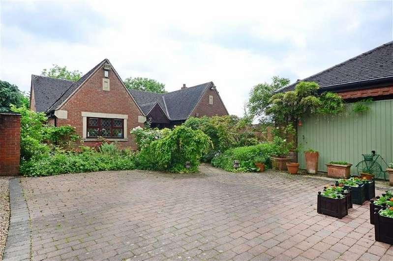 2 Bedrooms Bungalow for sale in Chatsworth Cottage, 2, The Greendale, Wessington, Alfreton, Derbyshire, DE55