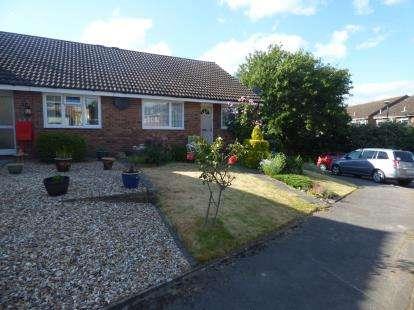 2 Bedrooms Bungalow for sale in Herriot Close, Newport Pagnell, Milton Keynes, Bucks