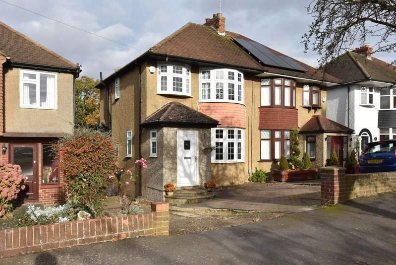 3 Bedrooms Semi Detached House for sale in Wroxham Gardens, Potters Bar