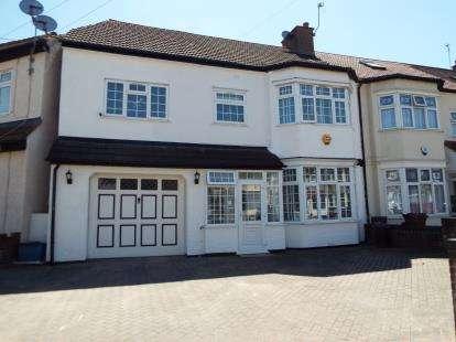 4 Bedrooms Semi Detached House for sale in Gantshill, Essex