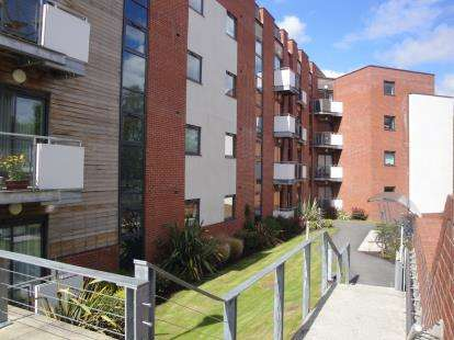 2 Bedrooms Flat for sale in Wilmslow Road, Didsbury, Manchester