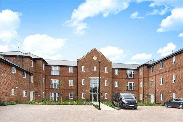 3 Bedrooms Apartment Flat for sale in Woodhurst Park, Warfield, Berkshire