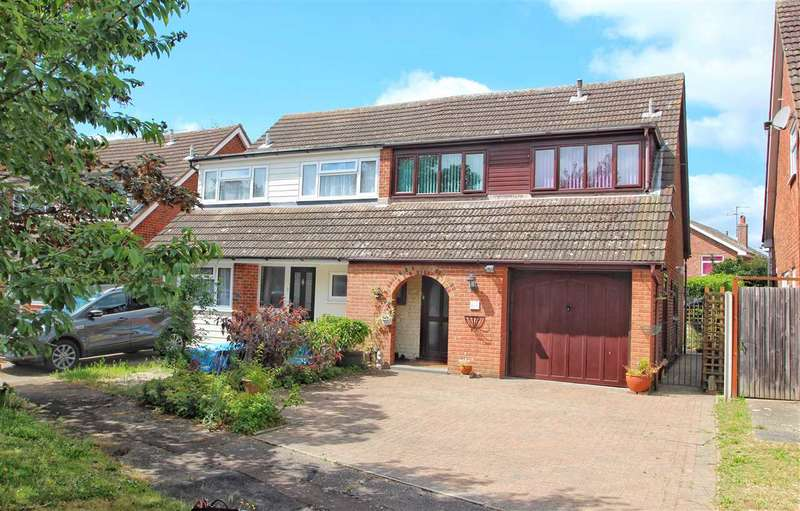 4 Bedrooms Semi Detached House for sale in Mayberry Walk, Colchester