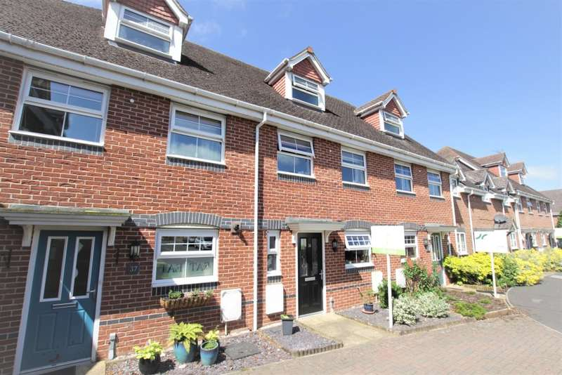 4 Bedrooms Town House for sale in Rowlock Gardens, Thatcham, RG18